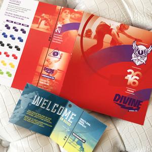 Couvert du catalogue Divine et étiquette intérieure de produits